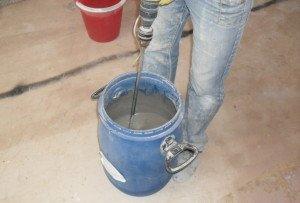 Фото приготовления смеси финишного наливного пола¸ pol-spb.ru