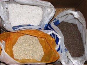 На фото - минеральные наполнители для наливных полов, nikerav.com.ua