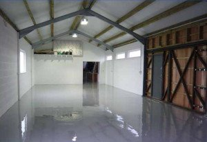 На фото - метилметакрелатные наливные полы в гараже, ekco.com.ua