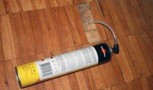 Спринцовка, монтажная пена и саморезы – пользуемся подручными средствами