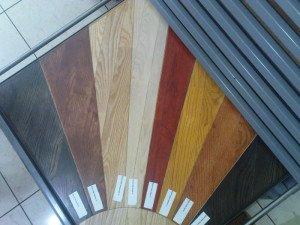 На фото - выбор цвета паркета, wood-parquet.ru
