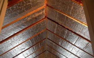 Деревянные дома с мансардой – чем утеплить?