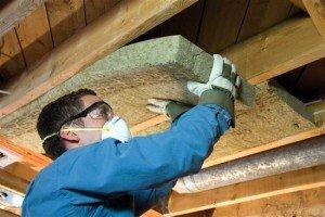 Деревянные дома с мансардой – чем утеплить? фото