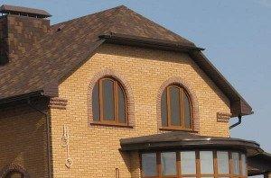 Щипцовая и полувальмовая двухскатная крыша с мансардой фото