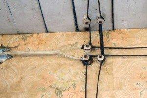 На фото - старая электропроводка, postroem-doma.ru