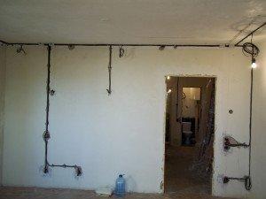 Монтаж проводки в доме – выбираем способ фото