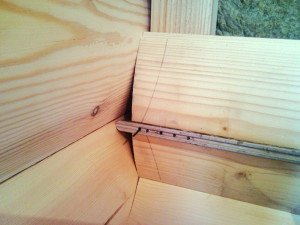 На фото - монтаж деревянного блок-хауса, eurowagonka.ru