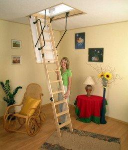 На фото - складная лестница на мансарду, kroi.ru