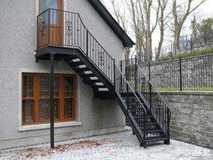 На фото - наружная мансардная лестница, house-lab.ru