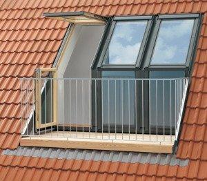 Балкон на мансарде в скате кровли фото