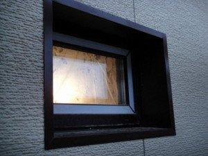 На фото - цветные металлические оконные откосы, spb-k.ru