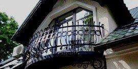 Дома с мансардой и балконом, конструктивные варианты