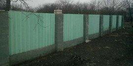 Забор из шифера – как выгодно «пристроить» материал?