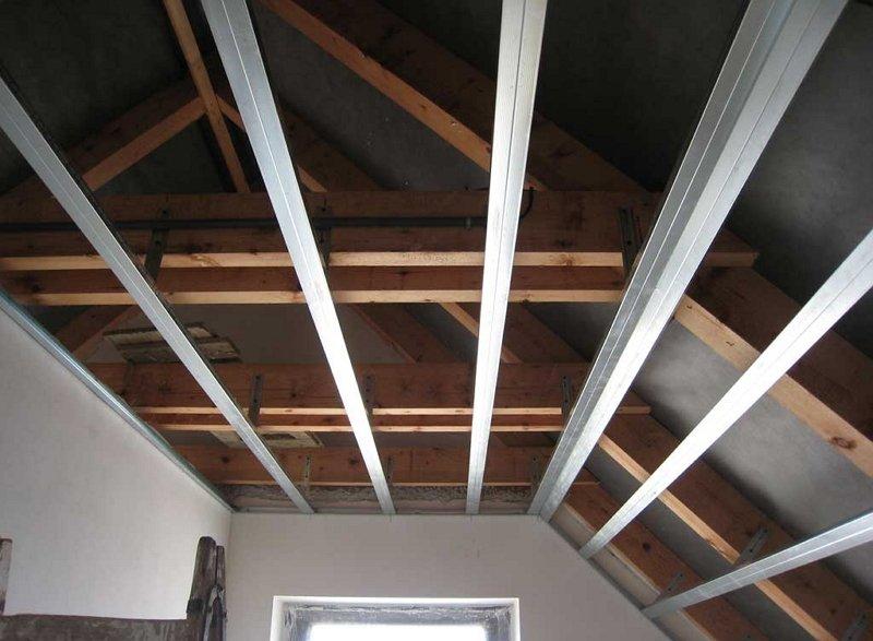 Потолок мансарды из гипсокартона своими руками