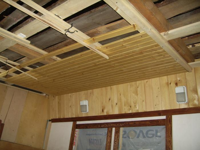 как обшить потолок вагонкой в бане видео