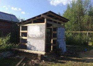 Фото хозяйственной постройки на даче из плоского шифера, vopole.ru