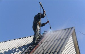 Фото чистки шиферной крыши, slanet.by