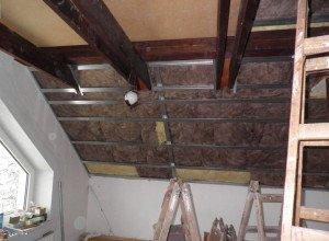 Гипсокартон и натяжной потолок на мансарде – стоит ли делать самому?