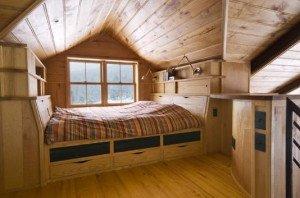 Спальня на мансарде: варианты освещения