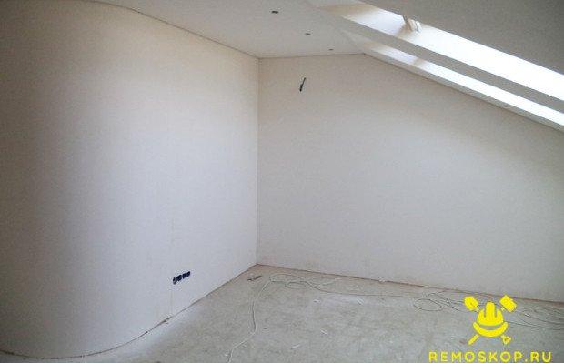 Отшпаклеванные стены и потолок