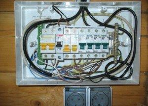 Электропроводка в бане и монтаж внутреннего щитка фото