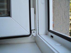 На фото - резиновые уплотнители на пластиковом окне, otl-okna.by