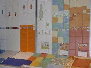 На фото - выбор плитки для ванной, eto-vannaya.ru