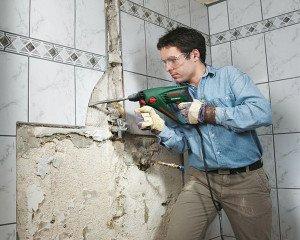 Фото удаления старой плитки со стен ванной, vannaja.net