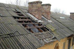 На фото - причины протекания старой крыши частного дома, smoldacha.ru