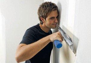 Нанесение финишной шпаклевки и шлифовка стен