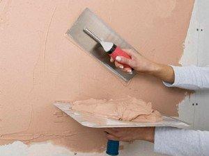 На фото - шпаклевание стен, adonisltd.ru