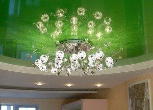 На фото - люстра для подвесного потолка, potolokspec.ru