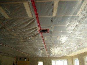 На фото - пароизоляция потолка, dom-stroy2000.ru