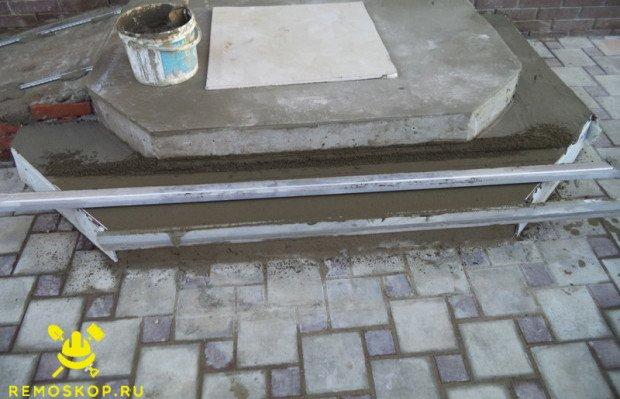 Снимаем излишки цемента