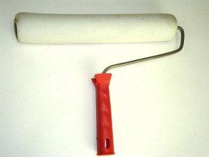 Фото малярного валика с шубкой из поролона, snabspec.ru