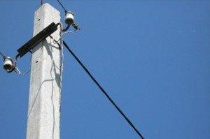 На фото - линейный провод от ЛЭП для электропроводки на даче, parthenon-house.ru
