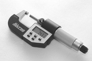 На фото - электронный микрометр, kz.all.biz