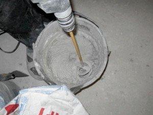 Фото размешивания штукатурной смеси для откосов окна, kvartir-remont.com.ua