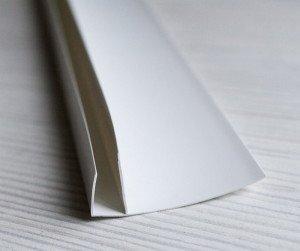 На фото - F-образный профиль для пластиковых откосов, lidersnab-sbyt.ru