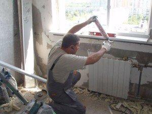 На фото - установка новых окон, re-mo-nt.ru