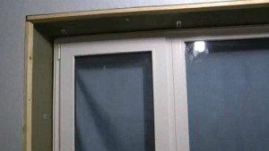 На фото - обрешетка для пластиковых откосов окна, otdelka-expert.ru
