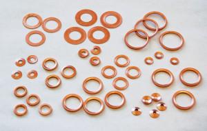 На фото - плоские шайбы из различных материалов, kherson.all.biz