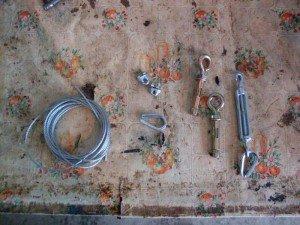 На фото - применение талрепа и троса в бытовых целях, drive2.ru