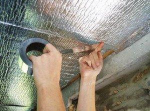 На фото - мембранный пароизоляционный материал для потолка бани, russkaya-banja.ru