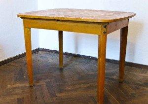 Фото старого стола для ремонтных работ, 4living.ru