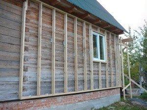Фото деревянного каркаса для монтажа винилового сайдинга под бревно, kostromaplotnik.ru