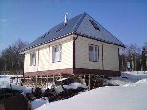 На фото - четырехскатная крыша, podkryshej.ru