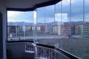 На фото - панорамное застекление лоджии, oknanagoda.com