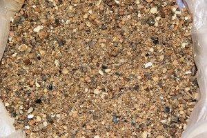 На фото - песчинки крупного речного песка, voscem.ru