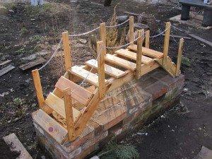Фото деревянного горбатого мостика для дачи, skkvartz.ru